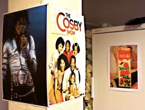 Michael og Cosby fant vi på nettet, mens melkekartongen kommer fra Norsk Folkemuseums 80-tallsutstilling.